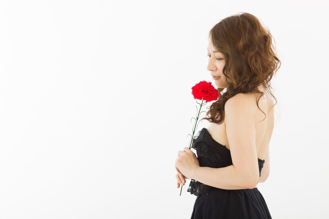 知っておくと得をする!イブニングドレスの特徴とマナーを徹底解説!