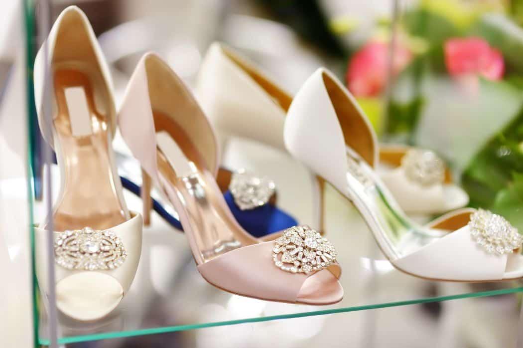 結婚式にはどんな靴を履いていくのが正解?ドレスに合わせるコツも紹介!