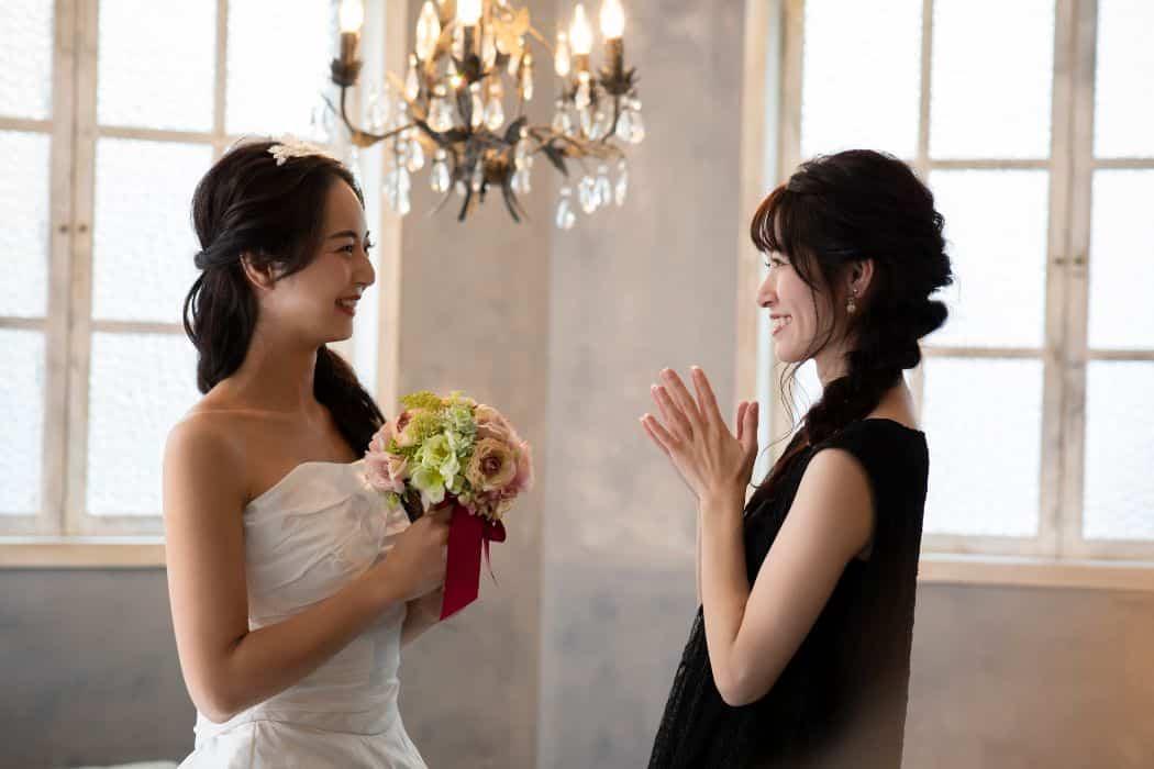 結婚式の黒ドレスはどう着こなす?コーディネートのポイントを紹介!