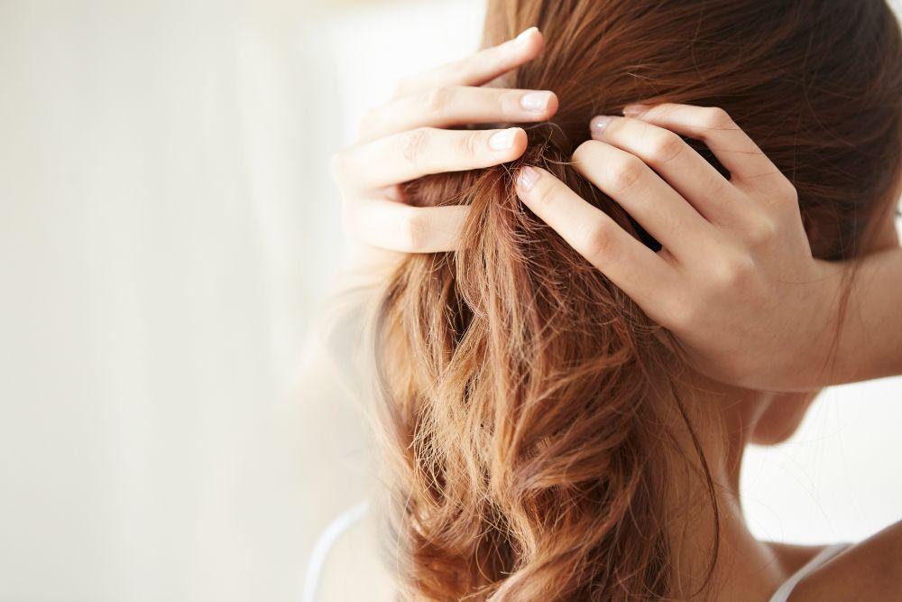 結婚式の髪型はセルフでも可愛くアレンジできる!抑えるべきマナーと長さ別アレンジ例をご紹介