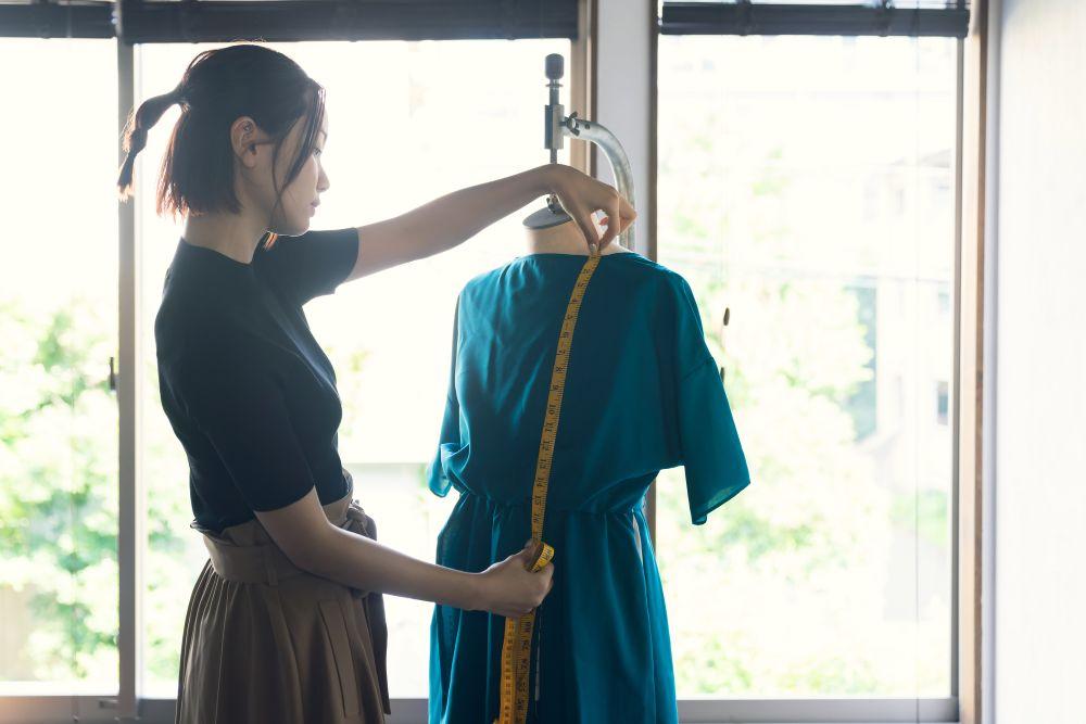 背が高い人のドレス選びのコツとは?ポイントを押さえて見栄えをアップ!