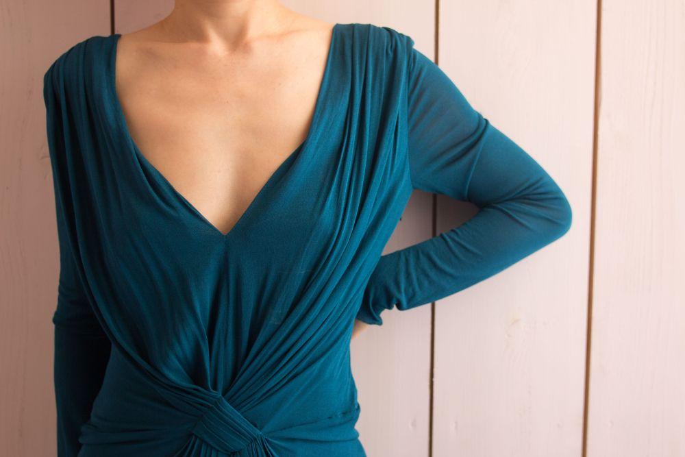 透けて見えたり、ラインがひびかない、ドレスに最適なインナーの選び方