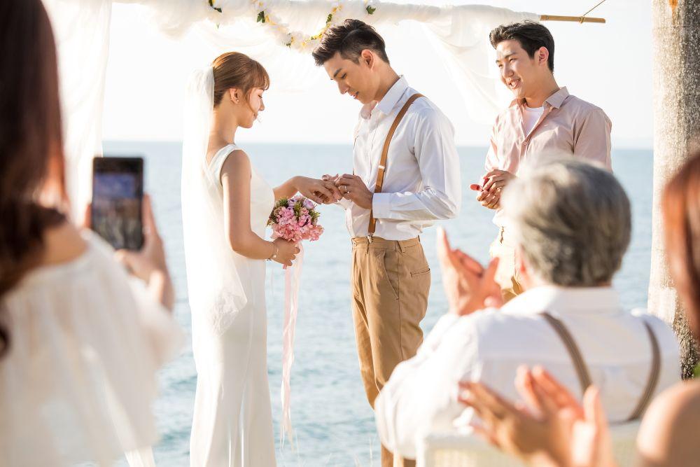 海外の結婚式にお呼ばれしたら!?気になる服装やマナーを徹底解説