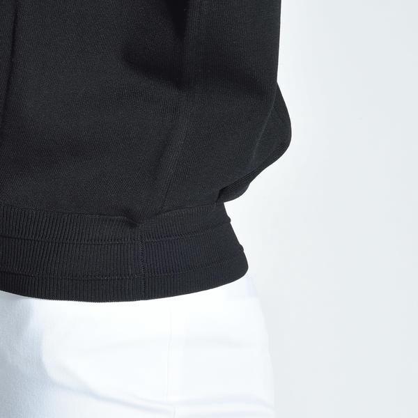 スエットライクな接結袖バルーンニット