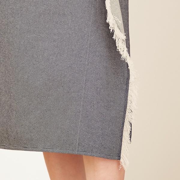 カットオフラップスカート