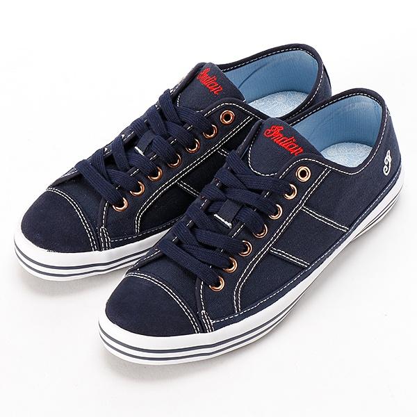 """@silverzrayleigh: @Jenny_0801 前羽根欲しがってなかったっけ?(笑) RT @love_shoes_1:  adidasの天使の羽スニーカー♡ pic.twitter.com/563M0I8T2D"""