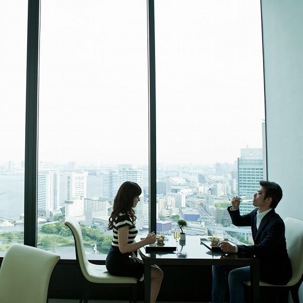 【五感で楽しむ食のエクスペリエンス】レストランカタログRED/プレゼント/誕生日/結婚祝い/記念日